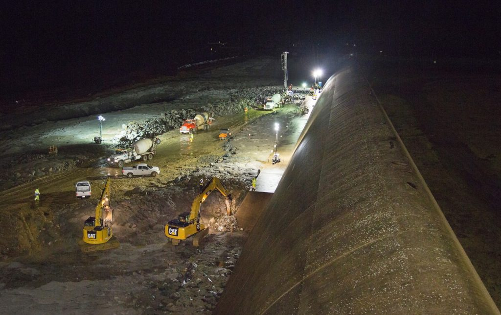 Les travaux continuent de nuit, ici le 20 février