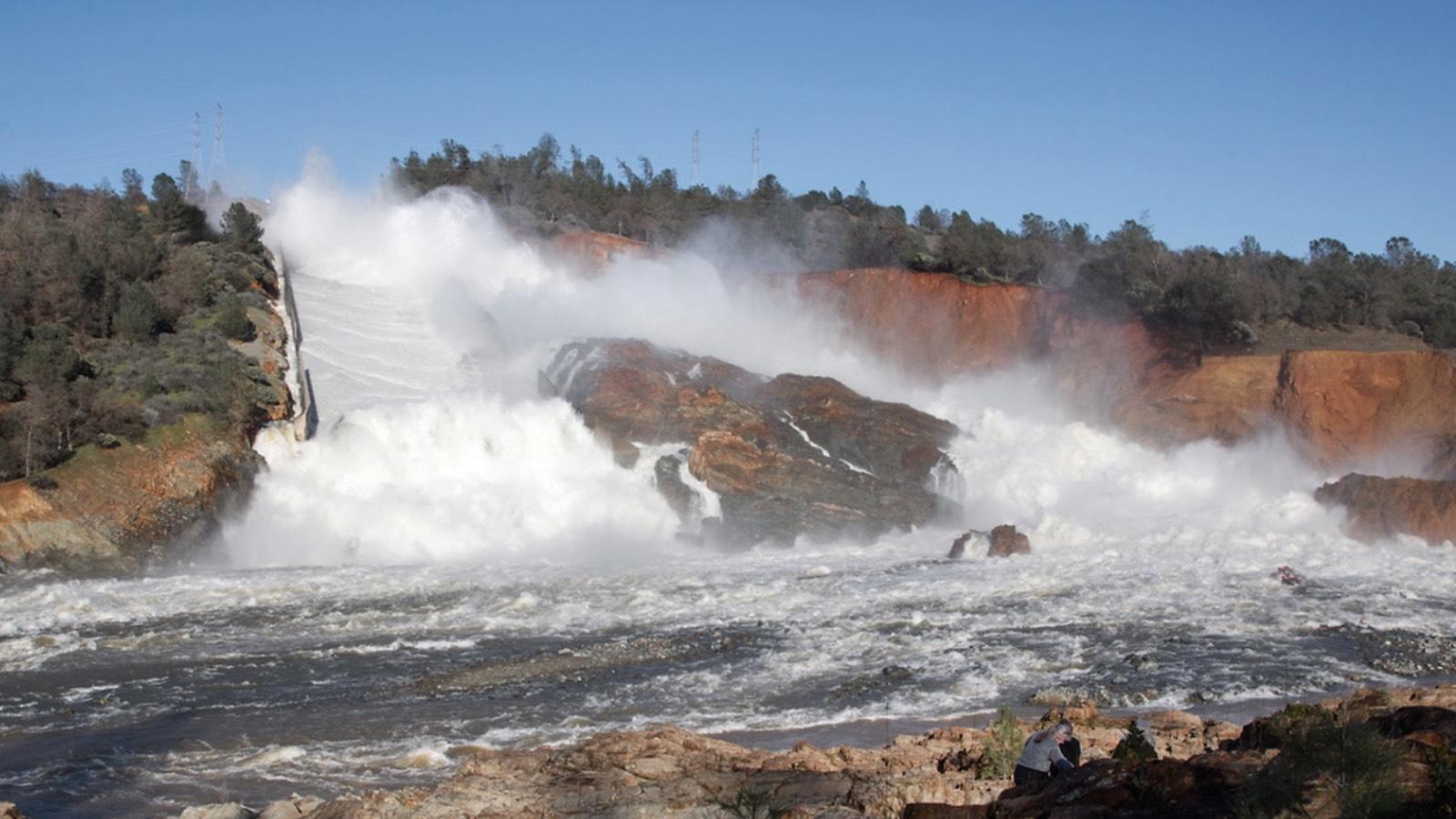 Que se passe-t-il au barrage d'Oroville aux États-Unis ?